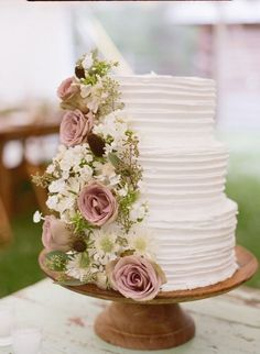 Dusty Rose Spring Wedding Color Inspirations: White bridal gown and Dusty rose bridesmaid dresses, pure white wedding cakes with some dusty rose, dusty rose wedding centerpieces in gold vases and dusty rose table numbers. Wedding Cake Roses, Pretty Wedding Cakes, Dusty Rose Wedding, Black Wedding Cakes, Floral Wedding Cakes, Wedding Cake Rustic, Wedding Bouquets, Wedding White, Floral Cake