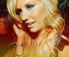 I love Kesha always have always will, haters gunna hate<3