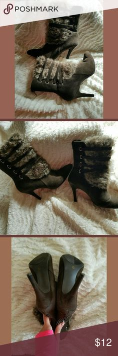 🍁🎉Faux fur brown strapped ankle booties -size 9 1/2 - suede outer material  - good condition, back top heels little worn as shown in last pictures  -originally $50 Worthington Shoes Ankle Boots & Booties