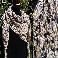 chal triangular de lana.