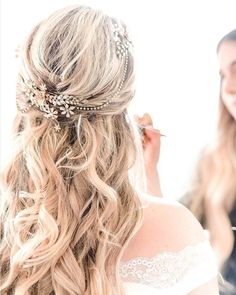 Delicate, handmade, and adorned with Swarovski crystals. The Everdeen Halo mixes romantic feels with bohemian vibes. (link in bio to shop) : @deborahannphotography #weddingideas