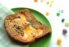 Gebakken ei in een broodje