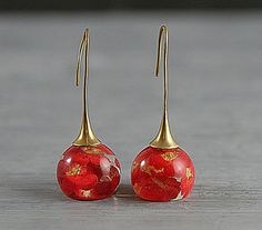 NEW: Real blossom earrings. Red real flowers in by VillaSorgenfrei