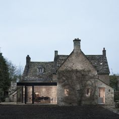 Harmonial contrast of old and new Jonathan+Tuckey+Design+adds+glazed+extension++to+Grade+II-listed+Yew+Tree+House Architecture Extension, Residential Architecture, Modern Architecture, Sustainable Architecture, Style At Home, Cotswold House, Cottage Extension, Up House, Stone Houses