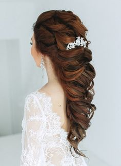 Beautiful hair down wedding hairstyle for romantic brides - Bridal hairstyle. Get inspired by this low updo bridal hair gorgeous styles,hair down
