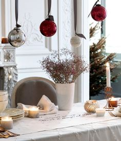 Vase in white glass with a textured surface and christmas ornaments | H&M HOME