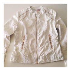 Cazadora blanca para mujer #MotuFashion Nike Jacket, Athletic, Jackets, Fashion, Fashion Bloggers, Hot Clothes, Clothing Stores, Fashion Trends, Women
