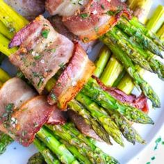 Bacon Wrapped Asparagus Recipe With Soy Sauce.Bacon Wrapped Asparagus - Do It And How. Healthy Side Dishes, Side Dish Recipes, Dinner Recipes, Dessert Recipes, Desserts, W Watchers, Recipes With Soy Sauce, Salsa, Bacon Wrapped Asparagus
