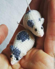 """Купить Брошь """"Серое ушко"""" - мышь, мышка, валенки, пальто, шапка, шарф, мини-презент"""