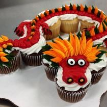 12-count cupcake cake dragon decorated by Leslie Schoenecker