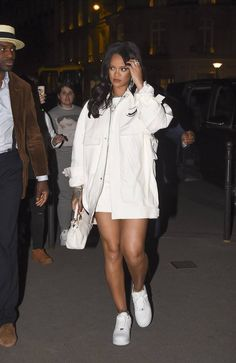 Rihanna Wears Her A Second Look From Her Debut Fenty Collection Rihanna Street Style, Mode Rihanna, Rihanna Fenty, Fashion Line, 90s Fashion, Fashion Outfits, Rihanna Fashion, High Fashion, Mode Outfits