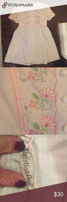 "Vintage christian Dior house dress. Size m. Vintage christian Dior house dress. Size m.  Pockets! Unlined. Button closure. Length- 31"". Poly/cotton. Christian Dior Dresses"