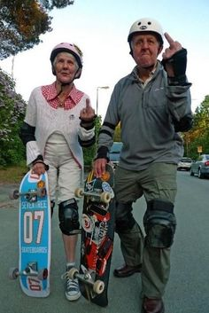 24 Photos Of Seniors Who Are Young At Heart Skateboard ?