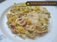 Fettuccine Paglia e Fieno Rome, Spaghetti, Tours, Chicken, Meat, Dinner, Ethnic Recipes, Dining, Food Dinners