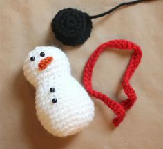 Repeat Crafter Me: Crochet Snowman Pattern