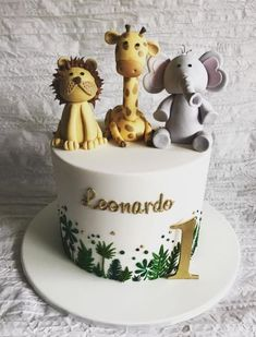 Leonardo's green and gold jungle theme. 💚✨ Piped leaf detailing to match the gorgeous invitation with matching cookies and cupcakes. Jungle Birthday Cakes, Boys First Birthday Party Ideas, Baby Boy 1st Birthday Party, Jungle Theme Cakes, Jungle Safari Cake, Cake Birthday, Birthday Cake Kids Boys, Safari Baby Shower Cake, 1st Birthday Boy Themes