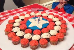 Home made cake and cupcakes for Captain America Birthday; replicating his shield Captain America Cupcakes, Captain America Party, Captain America Birthday, Capt America, 5th Birthday Party Ideas, First Birthday Parties, 4th Birthday, First Birthdays, Birthday Cake