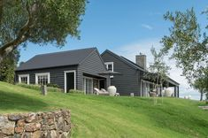 Barn House designed by Sumich Chaplin Architects. Barn House Design, Modern Barn House, Exterior Colors, Exterior Design, Architecture Design, Shed Homes, Barn Homes, Prefab Homes, Log Homes