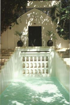 White moroccan garden pool
