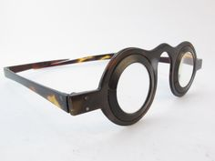 Early 19th century tortoise shell glasses frames with hinges arms #antique #eyeglasses #vintage