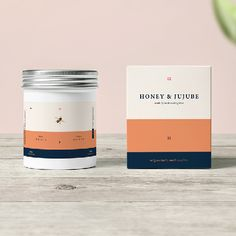 Henry's Honey is a premium British brand, who pride themselves on producing luxury honey. They would like you to create a product label that will represent the high-end, pure honey Henry&#821…