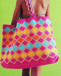#bags #totebags #swimwear Crochet Art, Tapestry Crochet, Crochet Stitches, Free Crochet, Pouch Pattern, Tapestry Bag, Crochet Purses, Knitted Bags, Crochet Designs