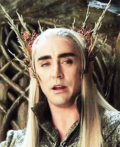 """""""ok i've got this. i've got this. this is not rocket science here i can keep my head in place [nervous laugh]"""" i love this man  #LeePace stunning as #Thranduil behind the scenes."""