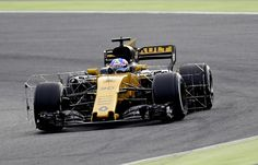 Renault Sport F1 Team's British driver Jolyon Palmer drives at the Circuit de Catalunya on March 1, 2017 in Montmelo on the outskirts of Barcelona during the third day of the first week of tests for the Formula One Grand Prix season.  / AFP / JOSE JORDAN