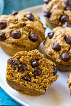 These Healthy Pumpkin Muffins are flourless pumpkin muffins that are made in the blender and flavored with cinnamon and chocolate chips. Veggie Frittata, Frittata Recipes, Pumpkin Muffin Recipes, Healthy Muffins, Protein Muffins, Healthy Pumpkin, Dessert Recipes, Baking, Meals