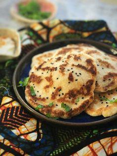 Kartoflen som er i en klasse for sig – så let laver du den Greek Recipes, Veggie Recipes, Indian Food Recipes, Vegetarian Recipes, Healthy Recipes, Naan Bread Vegan, Fodmap, Food Crush, Paleo