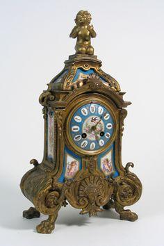 FRENCH LATE 19TH CENTURY GILT METAL SHELF CLOCK