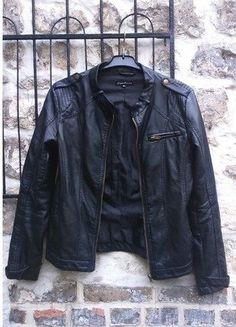 À vendre sur #vintedfrance ! http://www.vinted.fr/mode-femmes/vestes-en-cuir/25120294-veste-simili-cuir-avant-premiere