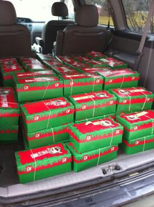 Lehman Christmas Child packing parties can take place any time of year. These are great ideas! Operation Christmas Child Shoebox, Samaritan's Purse, Kids Christmas, Kids Fashion, Shoebox Ideas, Party Ideas, Gift Ideas, Wonderful Time, Children