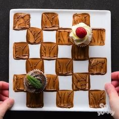Delicious Dessert Plate SoYummy 😍😍 – Food And Drink Köstliche Desserts, Plated Desserts, Delicious Desserts, Dessert Recipes, Yummy Food, Health Desserts, Decoration Patisserie, Food Decoration, Food Plating Techniques