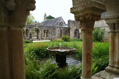 Le cloitre de l'Abbaye de Daoulas  #Breizh #Bretagne #France #Celtic #Breton #Abbey