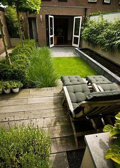 Nl Stadstuinen Groene-Achtertuin-Met-Strakke-Vijver-In-Elspeet. Small Backyard Gardens, Rooftop Garden, Back Gardens, Backyard Landscaping, Outdoor Gardens, City Gardens, Small Courtyard Gardens, Backyard Ponds, Balcony Gardening