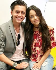 """133.2 k mentions J'aime, 788 commentaires - actress (@jennaortega) sur Instagram: """"Good morning from Harley and Ethan Diaz #StuckInTheMiddle """""""