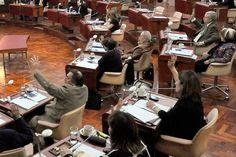 """Habrá un nuevo reparto de coparticipación para 9 municipios http://www.ambitosur.com.ar/habra-un-nuevo-reparto-de-coparticipacion-para-9-municipios/ """"Este año termina con más libertad, participación y resolviendo problemas reales de nuestra comunidad"""", dijo el gobernador Martín Buzzi al expresar su satisfacción por la aprobación, en Legislatura, de dos leyes trascendentales para Chubut. """"Estamos ante una democracia mucho más profunda"""", destacó.    El goberna"""