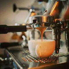 #italiancoffeesecret #piaschenk @ Stück vom Glück Café Berlin Pankow ...dem Espresso auf den Grund gehen: Barista Seminar in Berlin bei Stück vom Glück  http://stueck-vom-glueck.com/#kontakt