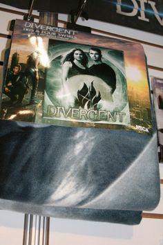 Divergent-toy-image-Neca-35-400x600