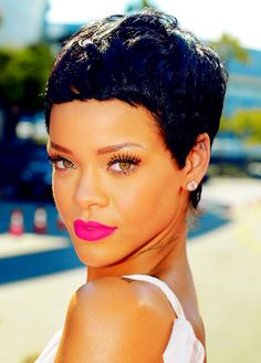 totally loving the new riri look… i sense another hair trend being started.