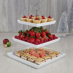 Perfect for appetizers, desserts or other delicious treats. The Plateau 3-Tier Serve Platter is a stylish way to tempt your guests. The simplicity of the square white porcelain plates elegantly displays your food and suits any decor.  Use each layer of the three tier stand to create a stylish presentation or mix and match your favourite delicacies. Plates conveniently come apart for easy storage and dishwasher safe washing.