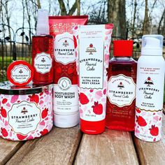 "Bath & Body Works on Instagram: ""Us: Tell us you love Strawberry Pound Cake without telling us you love Strawberry Pound Cake @queenofthegirlgeeks1: 👆 💁 😍"" Bath And Body Works Perfume, Pound Cake With Strawberries, Body Spray, Smell Good, The Body Shop, Body Wash, Face And Body, Happy Valentines Day, It Works"