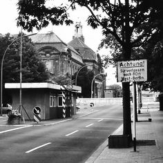 So einfach, sie verlassen nach 80 m West-Berlin. So simple, you're leaving West-Berlin after 80 m. (July +++ part of photo, uploaded before, in colour Berlin Hauptstadt, The Second City, East Germany, Berlin Wall, Cold War, Places To Travel, Cities, Two By Two, The Past