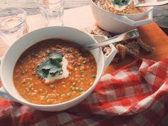 Wie mij volgt opInstagramweet dat ik sinds een paar weken op maandag soep maak #shalovessoep. Een soort mini catering voor de buren bij mij in het pand. Die kunnen op maandag een kom maaltijdsoep...