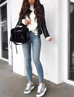 Exceptional And Cute Winter Outfit Ideas Skinny Jeans + Metallic Sneakers + Leather Jacket + White Sweater Casual Going Out Outfits, Cute Winter Outfits, Fall Outfits, Jeans Outfit Winter, Outfits Otoño, Fashion Mode, Look Fashion, Winter Fashion, Fashion Outfits