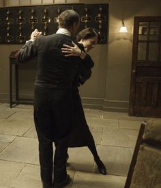 Downton Abbey Season 6 Episode 1 Mosely and Baxter Dance in celebration of Anna and Bates permanent freedom! ..