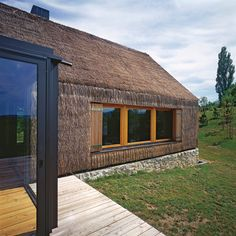 9 September 2019 - A traditional Zagorje cottage modern restoration has made designboom's prestigious list of the all-time Top 20 A' design award winners. Thatched House, Thatched Roof, Contemporary Cottage, Modern Cottage, Old Cottage, Cottage Homes, Cottage Office, World Architecture Festival, Contemporary Architecture
