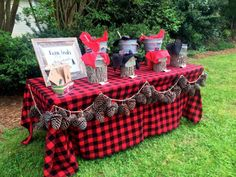 Trail mix bar idea for Lumberjack Birthday Party. Cute table set up. Woodland Party, First Birthday Parties, Boy Birthday, Birthday Ideas, Lumberjack Birthday Party, Lumberjack Wedding, Flannel Wedding, Lumberjack Style, Theme Noel