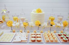 White and Yellow Party  www.piccolielfi.it Cake idea